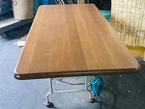 テーブル塗り直し